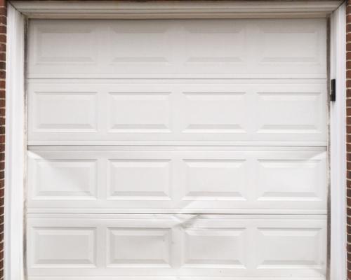 ¿Cual es la mejor manera de arreglar una sección de mi puerta de garaje?